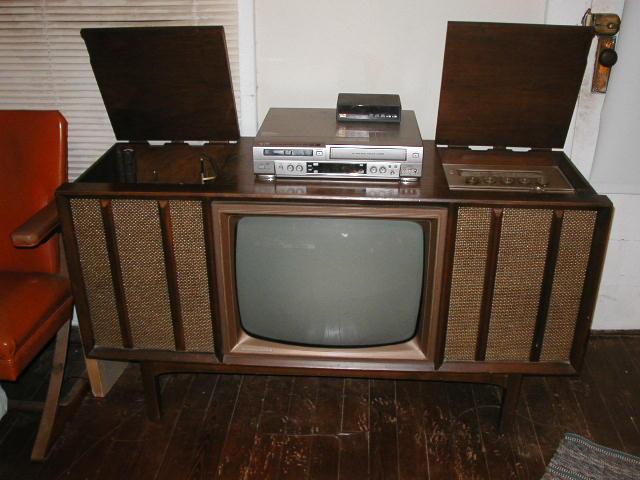 1962 Motorola Console TV model 23SF15W-FMZ